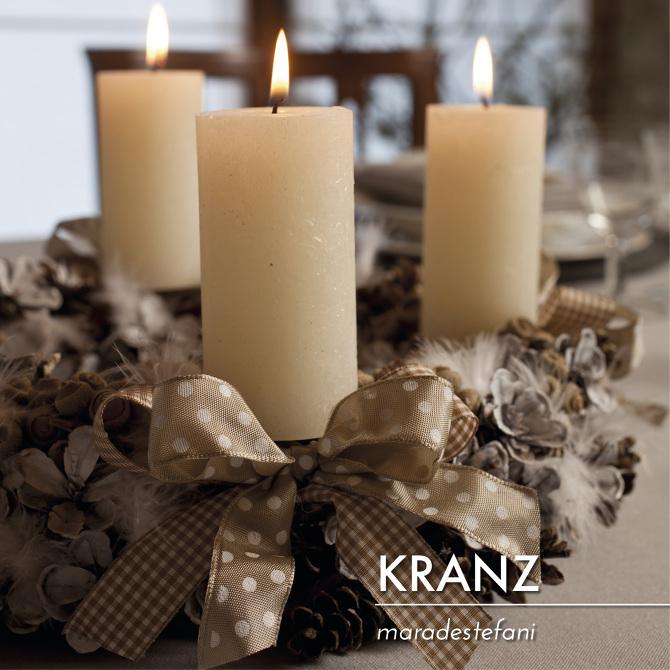 Centrotavola con pigne e candele jj56 regardsdefemmes - Decorazioni natalizie con le pigne ...
